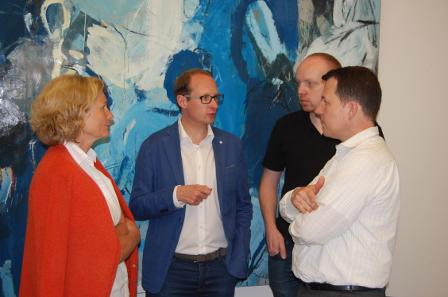 Vorstandsmitglieder Susanne Benz, Ulrich Künker, Jan Tietjen und Christoph Raab (von links nach rechts) und die anderen Münzhändler wollen den VddM weiter profilieren und anstehende Probleme zügig klären. Foto: Caspar/Heinz W. Müller.