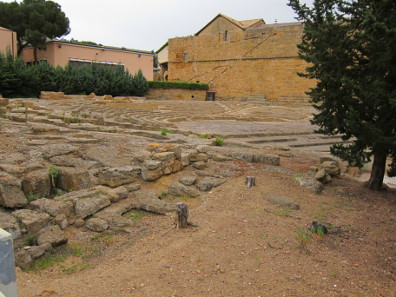 The odeon or ekklesiasterion. Photo: KW.