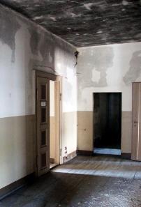 In der ersten Etage ist die Feuchtigkeit unverkennbar präsent. Foto: Angela Graff.