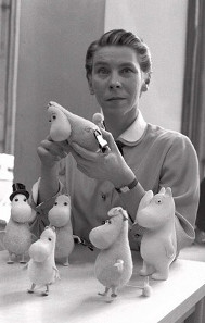 Artist and writer Tove Jansson in 1956./ Source: Wikicommons.