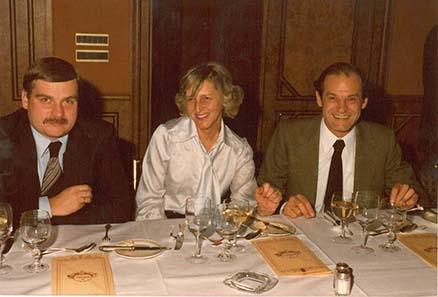 Münzhändler in den 70ern: Lutz Neumann und Heinz Winter, zwischen ihnen eine nicht mehr identifizierbare Dame.