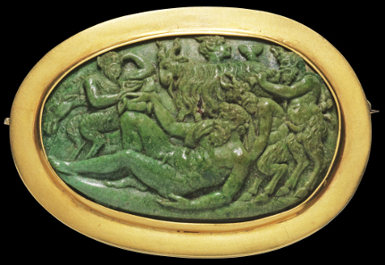 1178: Dionysian scenery with satyrs lifting a wine-intoxicated Silenus. Cameo, probably malachite, mounted as brooch in modern gold frame, gold mark at the edge. Presumably Italy, 16th cent. 3.9 x 2.5 cm. Intact. Estimate: 5,000,- euros. Hammer price: 10,000,- euros.