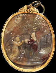 1184: Annunciation to the Blessed Virgin Mary / Adoration of the Christ Child. Northern Italy, around 1500. 4.4 x 3.8 x 0.8 cm (without frame). Cameo, agate, cut on both sides, grey-brown. Decorated gold mounting with two hanging loops. Intact. Estimate: 8,000 euros. Hammer price: 26,000,- euros.