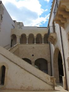 Palazzo Bellomo. Photo: KW.