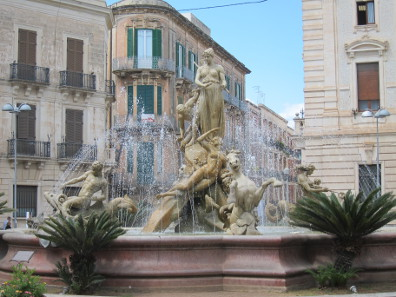 The Arethusa fountain depicts the transformation of the nymph into a spring. Photo: KW.