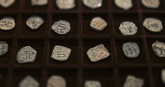 Nicht nur historische Münzen werden angeboten ...