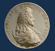 Rudolf August (1666-1685), einseitige Plakette aus Elfenbein, 1689. © Landesmuseum Hannover.