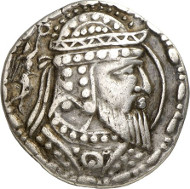 211: Artav (Choresmien). Tetradrachmon, 1. Jh. n. Chr. Sunrise 517. MIG Typ 498. Aus Triton XII (2009), 415. Äußerst selten. Gutes sehr schön. Taxe: 7.500 Euro.