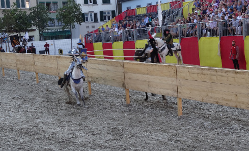Jousting as we know it from modern chivalric movies. Photograph: KW.