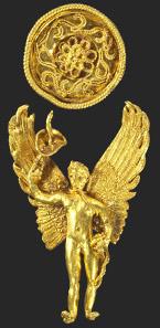 1538: Goldener Hymenaiosanhänger eines Ohrrings. Frühhellenistisch, um 300 v. Chr. H. ca. 4,7 cm. Taxe: 15.000 EUR.