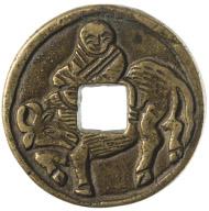 Der legendäre Philosoph Laozi (Laotse, 6. Jhr. v. Chr.) auf einem Ochsen reitend. Zitat nach Ming-Münze Hongwu (gewaltige militärische Kraft) (1368-1398). Bronze, gegossen.