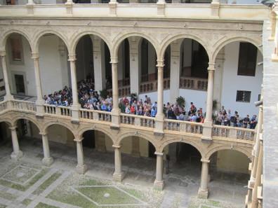 Die weniger repräsentative Schlange vor der Capella Palatina. Foto: KW.