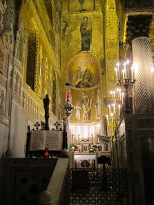 View of the altar and the holy family. Photo: KW.
