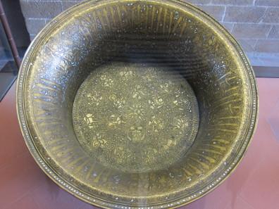Brass basin. Photo: KW.