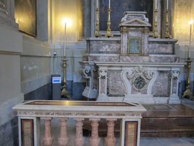 Zur Toilette bitte hinter den Altar. Foto: KW.