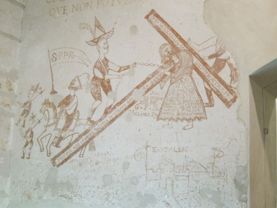 For the accused, the soldiers who nail Christ to the cross wear the uniform of the Spanish inquisition. Paintings in Palazzo Chiaramonte. Photo: KW.