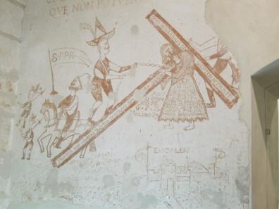 Die Soldaten, die Christus ans Kreuz schlagen, tragen für den Angeklagten der Inquisition spanische Rüstungen. Malereien im Palazzo Chiaramonte. Foto: KW.