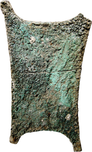 Lot 1: PRE-MONETARY MONEY. Ingot in the shape of an ox hide, c. 1600-1000 B. C. (72 x 39.5cm). 26.66kg. Green patina, scratches on obv., one edge is cracked. Estimate: 25,000 euros.