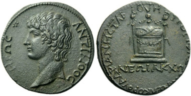 Antinous bronze: Ex Tkalec February 2002, 160 and Leu 91, 2004, 549 sales. Estimate: 35,000 CHF.