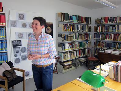 Das Münzkabinett und seine Kuratorin, Dr. Claudia Klages. Foto: KW.
