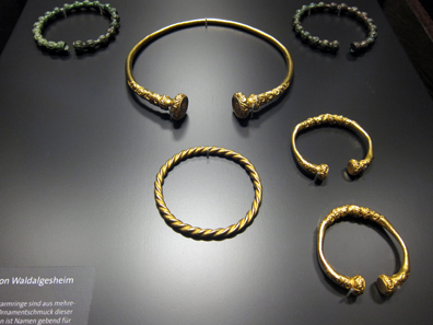 Jewellery from the princely tomb of Waldalgesheim. Photo: KW.