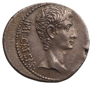 Silver cistophorus struck in Pergamon, during the reign of Augustus (27 BC - 14 AD). Very rare; Beautiful style; slightly patinated; very fine specimen. Collection René Baron. Estimate: 4.000-5.000 euros.