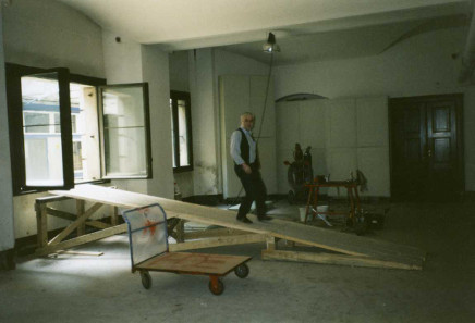Building site with construction ladder. Access through the window only. Photo: Bernd Kluge.