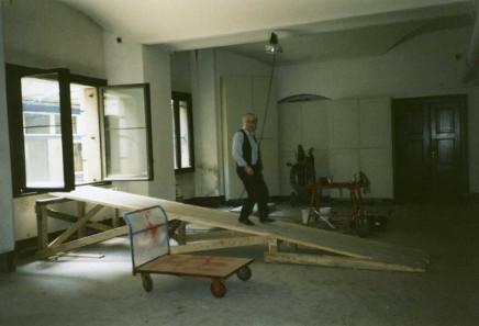 Baustelle Münzkabinett mit Bauleiter. Eingang nur durchs Fenster. Foto: Bernd Kluge.