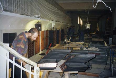 Restaurierung der 14.500 Stahlschubladen im Großen Tresor 2003. Foto: Bernd Kluge.