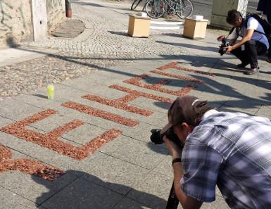 Das Experiment lockte die Medien an. Foto: Angela und Reiner Graff.