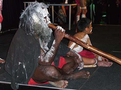 Playing the didgeridoo. Photo: Ursula Kampmann