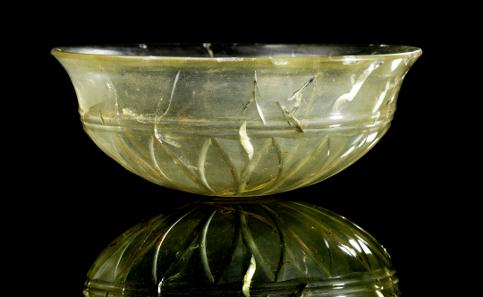 85: Cut glass bowl. 5th - 4th cent. B. C. H. 5.8 cm. From a US-American private collection, 1980s. Estimate: 15,000 euros.