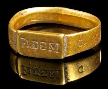 256: Gold ring of faith of Constantinus I. Roman, 4th cent. A. D. From G. G. Collection, prior to that part of a European private collection since the 1990s. Estimate: 11,000 euros.
