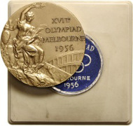 930: Goldmedaille der XVI. Olympischen Spiele in Melbourne 1956. Rufpreis: 8.000 Euro.