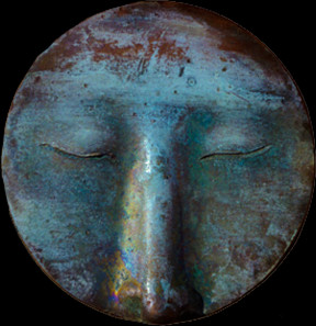 Das innere Auge, 2001. Meditationsgesicht. Bronze, Dm. 82,5 mm. Fotos: Friedrich Brenner.