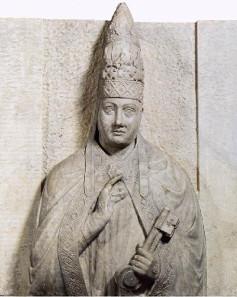 Papst Bonifatius VIII. (+1303), Grabmal geschaffen von Arnolfodi Cambio, Museo dell'Opera del Duomo, Florenz. Wikipedia.