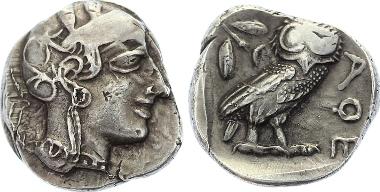 A38: ATTIKA. Athen. Tetradrachme um 454-404 v.Chr. Kopf der Athena n.r. Rs.: Eule. 16.90 g. Sear 2526; SNG Kop. 35; SNG München 49. Vorzüglich 1.450,-