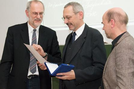 Hubert Emmerig, Bernhard Prokisch, Reinhard Wolters (v. l. n. r.). Foto: Kristina Klein (Institut für Klassische Archäologie der Universität Wien).