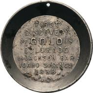 Los 825: California Gold Charme. Miniature Prospector's Pan 1858, Schwaabs & Co, Milwaukee. 39,2 mm, 7,18 g. Sehr selten. Vorzüglich. Taxe: 750 Euro.