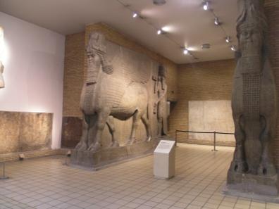 Ähnliche Denkmäler wurden in Mossul zerstört. Dieses hier ist in Sicherheit - im British Museum in London.