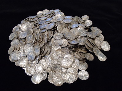 A pile of 697 coins 697 of the coins after cleaning. © The Trustees of the British Museum.