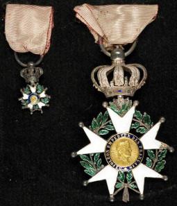 Von David Zimmerli erlangte Medaillen: Französische Ehrenlegion, Treue und Ehre, St.-Helena-Orden, Emaille, Bronze, Silber, Seide. © Schweizerisches Nationalmuseum.