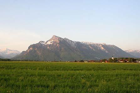 Der Untersberg nahe Salzburg gelegen. Foto: Matthias Kabel / Wikipedia.