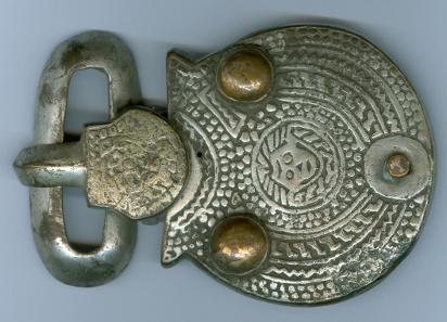 Gürtelschnalle mit Christuskopf, verm. Ende des 6. Jahrhunderts n. Chr. Bronze oder Messing verzinnt, L. 9,2 cm. Gefunden in Altlußheim. © rem.
