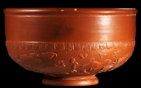 60: Terra Sigillata bowl depicting 'damnatio ad bestias' scene. Roman, La Graufesenque, 2nd-3rd cent. A. D. H. 12.9 cm. Diameter 22.6 cm. Estimate: 3,000 euros.