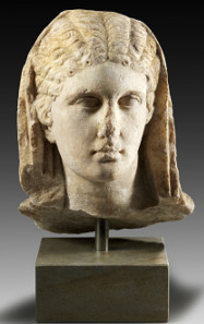 1: Large Herculaneum Woman. Roman Imperial Times, 1st cent. A. D. H 34 cm. White finely crystalline marble. Estimate: 40,000 euros.
