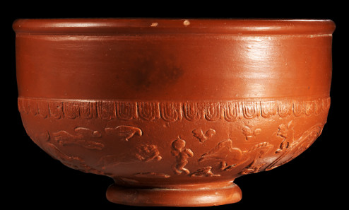 Total view on Terra Sigillata bowl with damnatio ad bestias. Roman, La Graufesenque, 2nd-3rd cent. A. D. Auction Gorny & Mosch