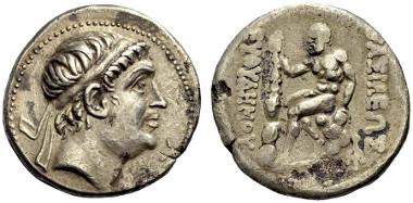 117: Euthydemos I., 230-200 BC. Tetradrachm. Mitchiner 51, Type 85c, Bop. 156, série 5B. Av. EF. Rv. VF. Estimate: 280 euro.
