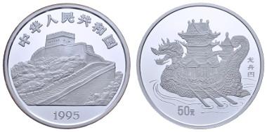 China, Volksrepublik 50 Yuan 1995 Chinesischer Schiffsbau, Drachenboot, im originalen Holzetui (beklebt). KM 822 Zhao Licheng 177-4, pp. Ausruf: 3.500 Euro.
