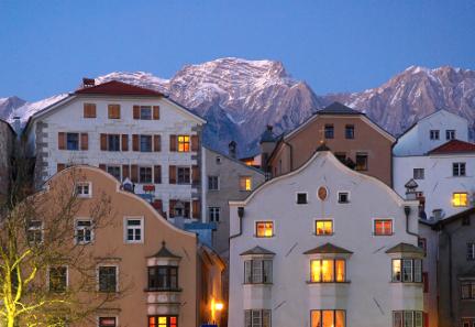 In Hall in Tirol wurde ein geschlossenes Altstadtensemble nicht nur erhalten, sondern wurde und wird zum vitalen Lebens- und Wirtschaftsraum weiterentwickelt. Foto: TVB Hall-Wattens.
